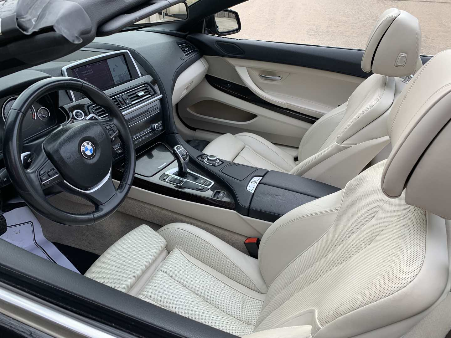 2nd Image of a 2012 BMW 6 SERIES 650I