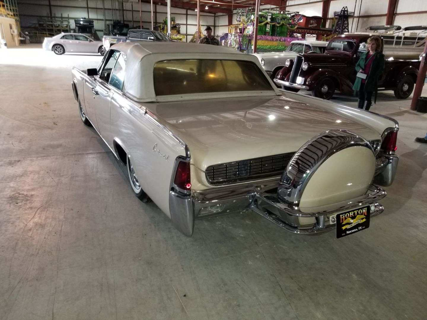 3rd Image of a 1962 LINCOLN CONTINENTAL