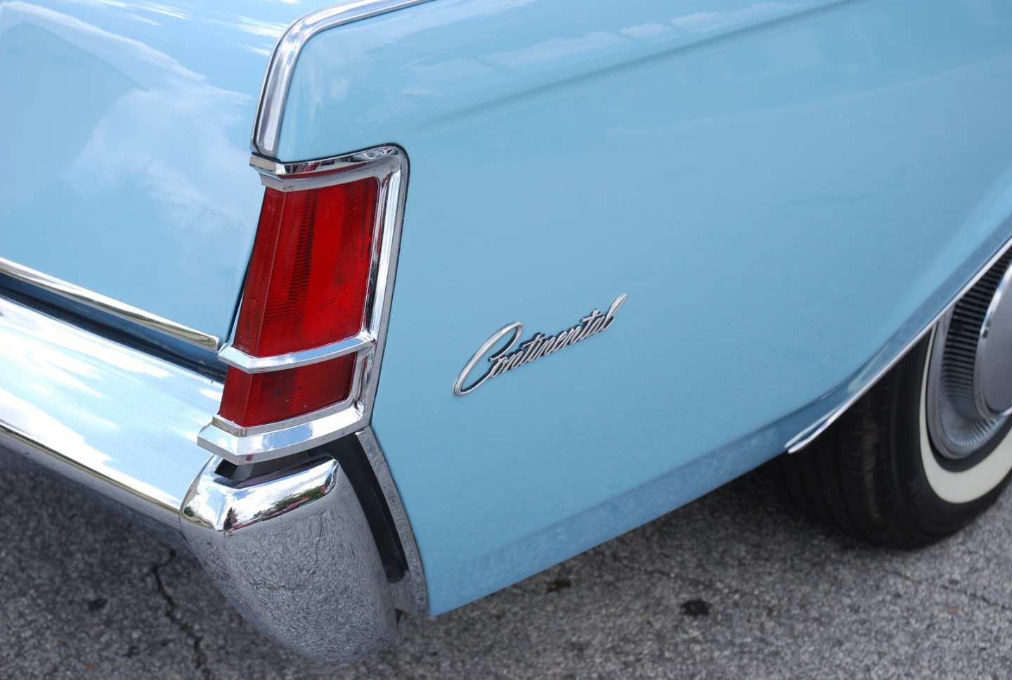 2nd Image of a 1970 LINCOLN MARK III