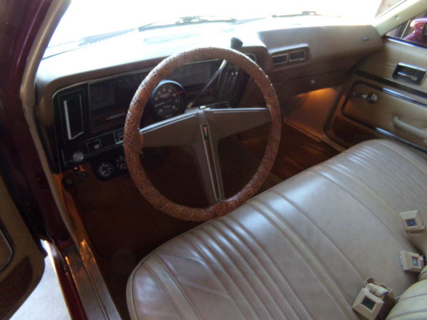 14th Image of a 1976 PONTIAC VENTURA SJ