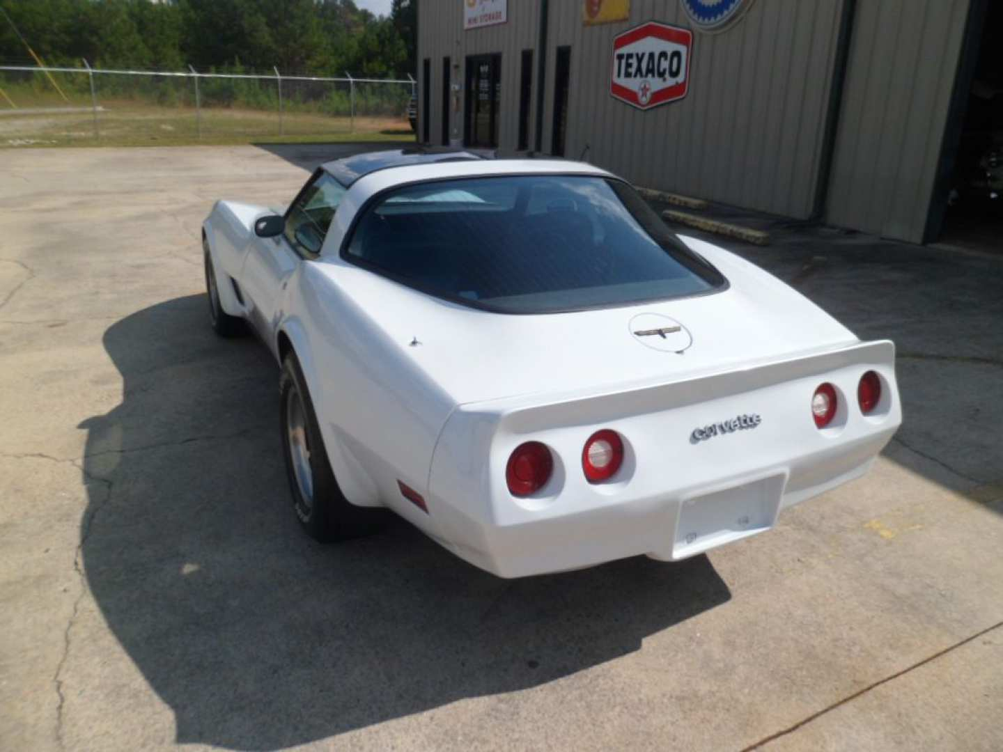 2nd Image of a 1981 CHEVROLET CORVETTE