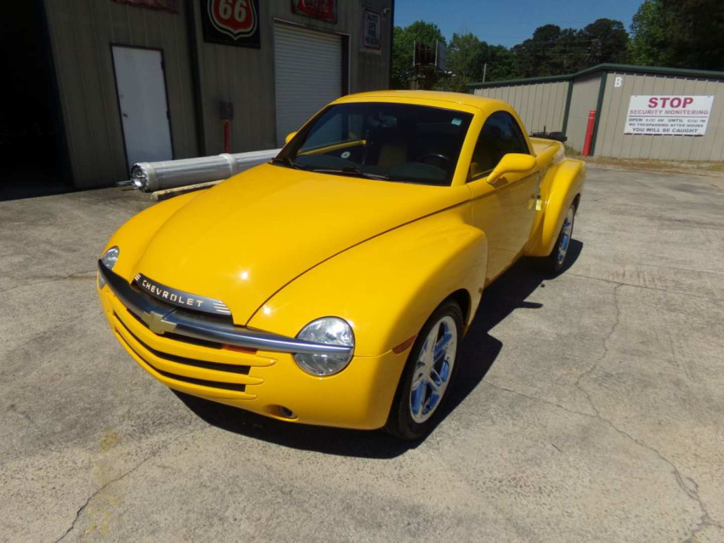 21st Image of a 2004 CHEVROLET SSR