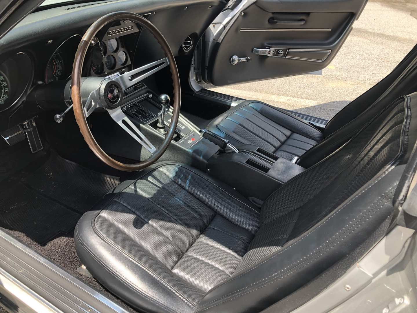 2nd Image of a 1968 CHEVROLET CORVETTE 427