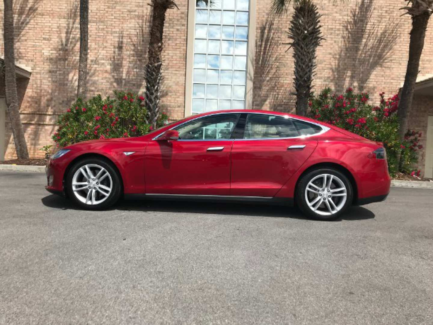 5th Image of a 2014 TESLA S70