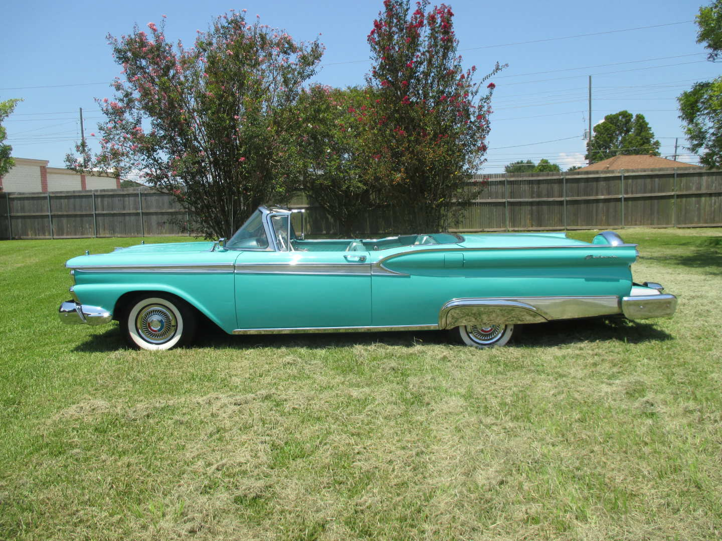 3rd Image of a 1959 FORD SKYLINER