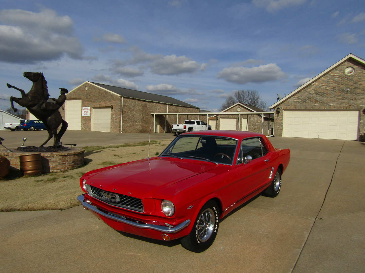 3rd Image of a 1966 FORD MUSTANG
