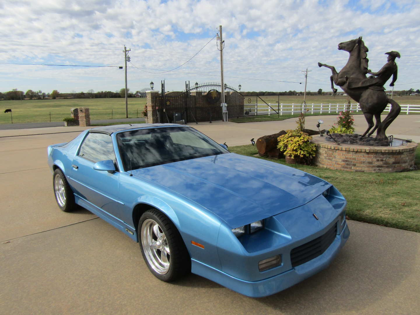 2nd Image of a 1989 CHEVROLET CAMARO RS