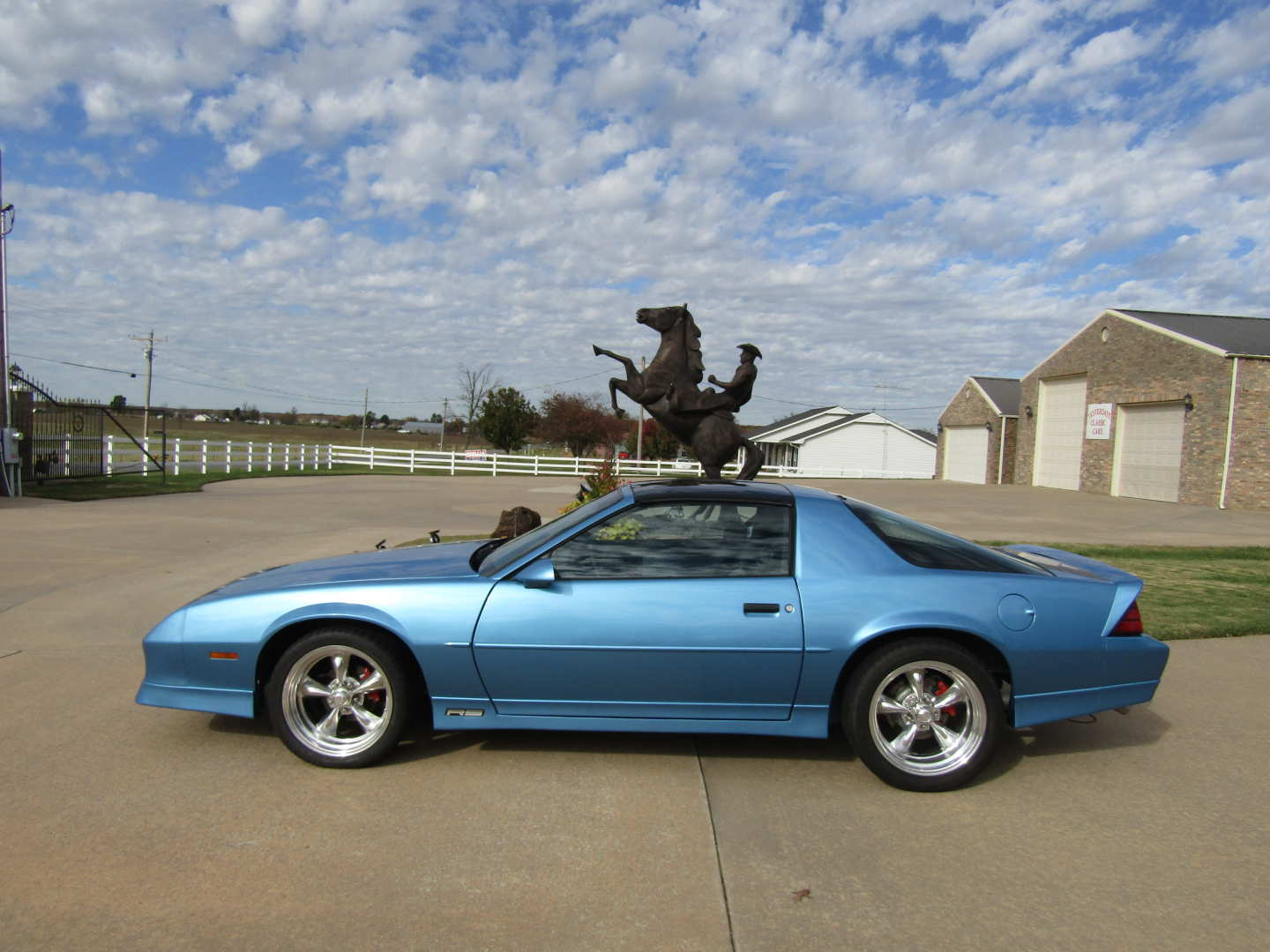 3rd Image of a 1989 CHEVROLET CAMARO RS