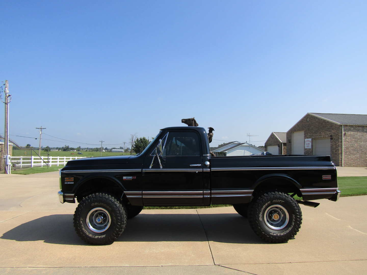 2nd Image of a 1972 CHEVROLET CHEYENNE SUPER