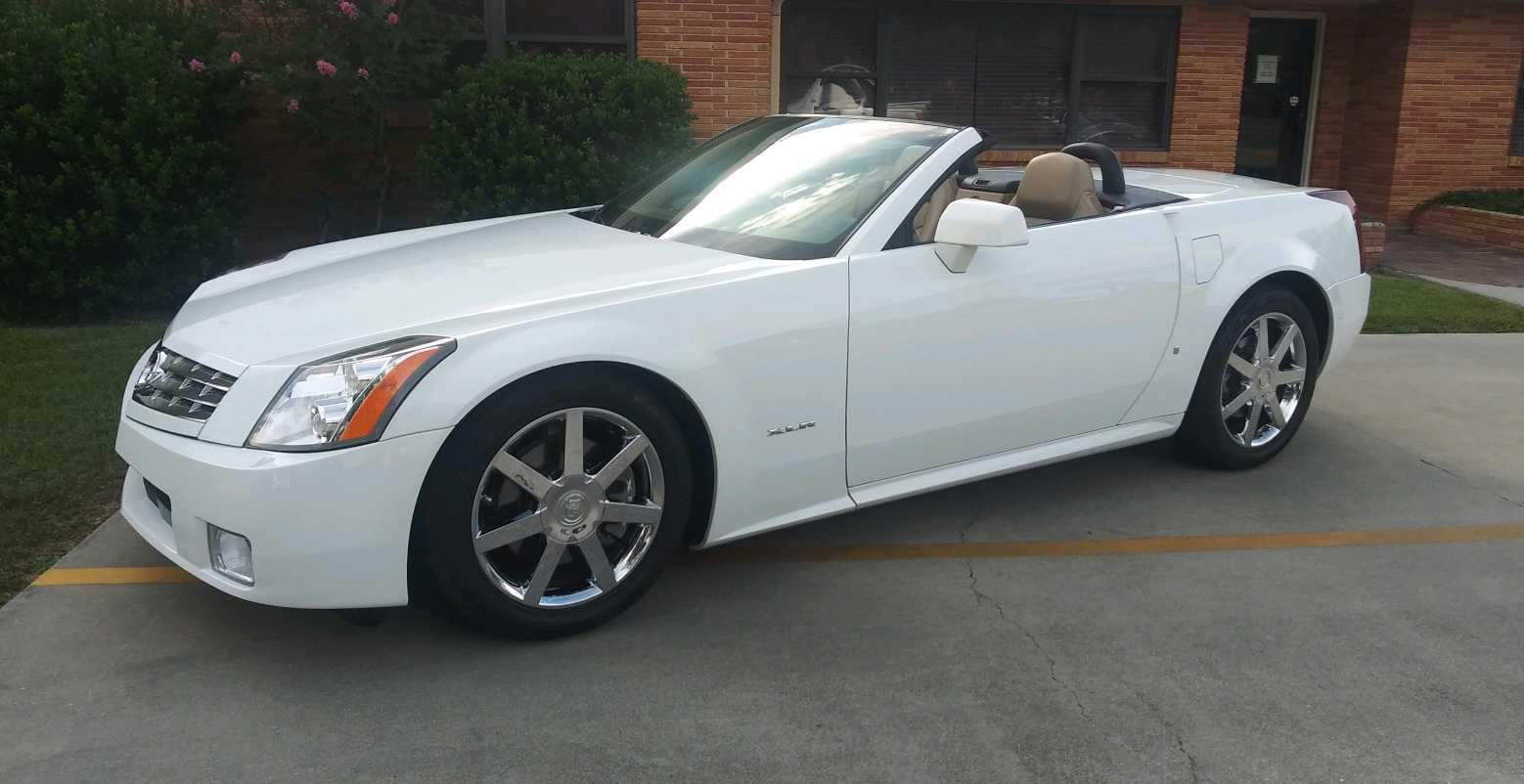 3rd Image of a 2008 CADILLAC XLR ROADSTER