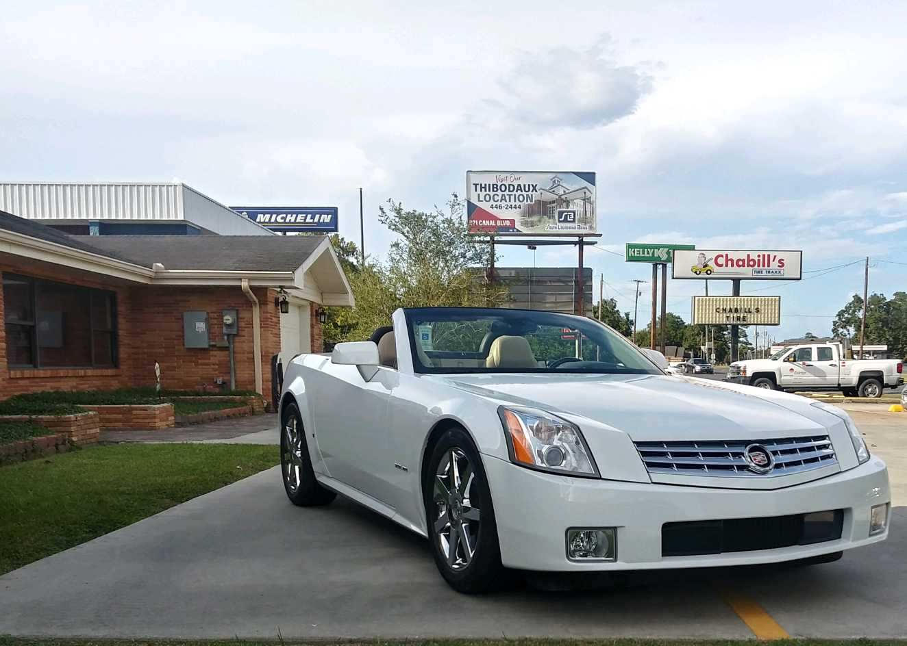 4th Image of a 2008 CADILLAC XLR ROADSTER