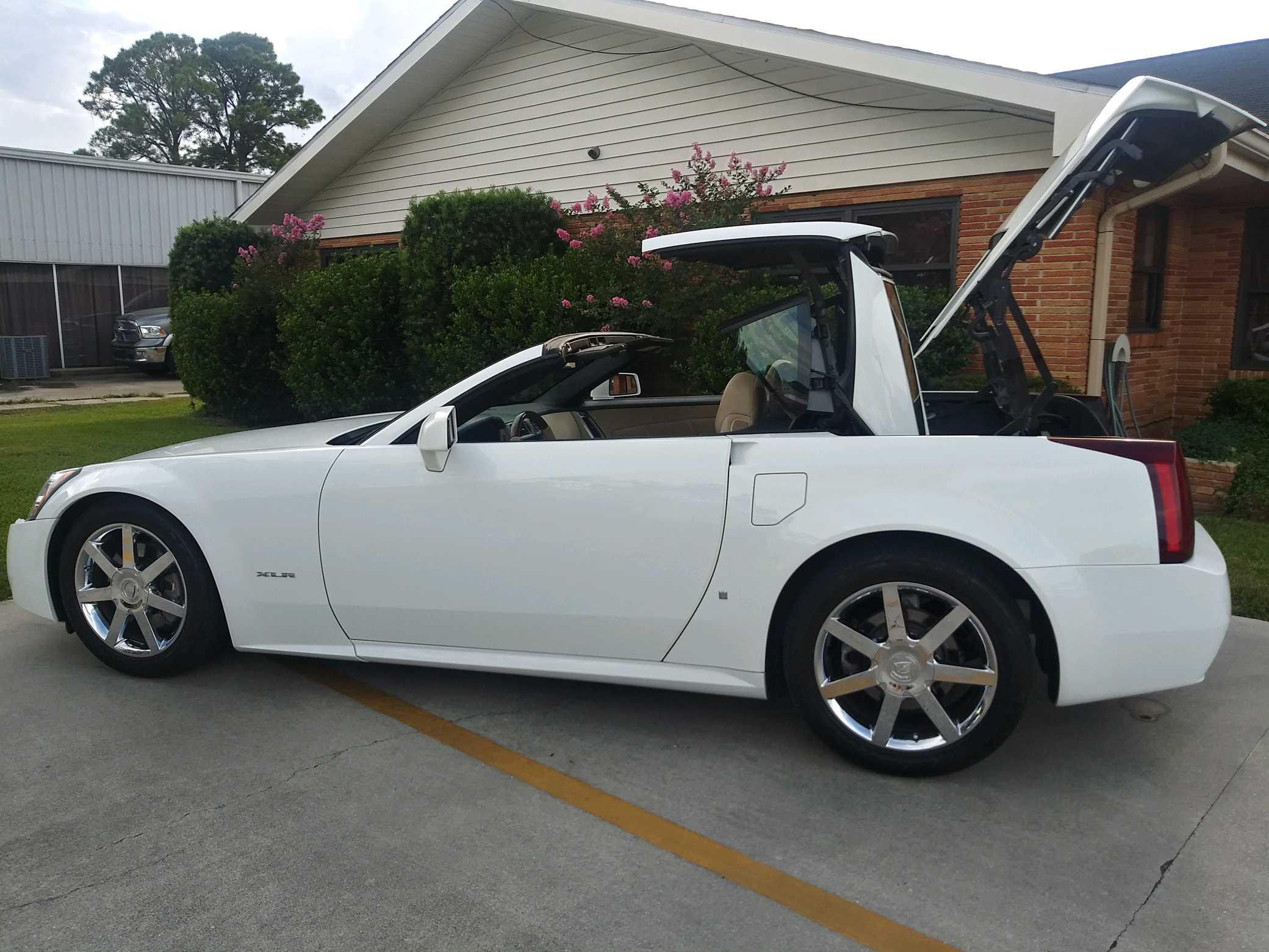 10th Image of a 2008 CADILLAC XLR ROADSTER