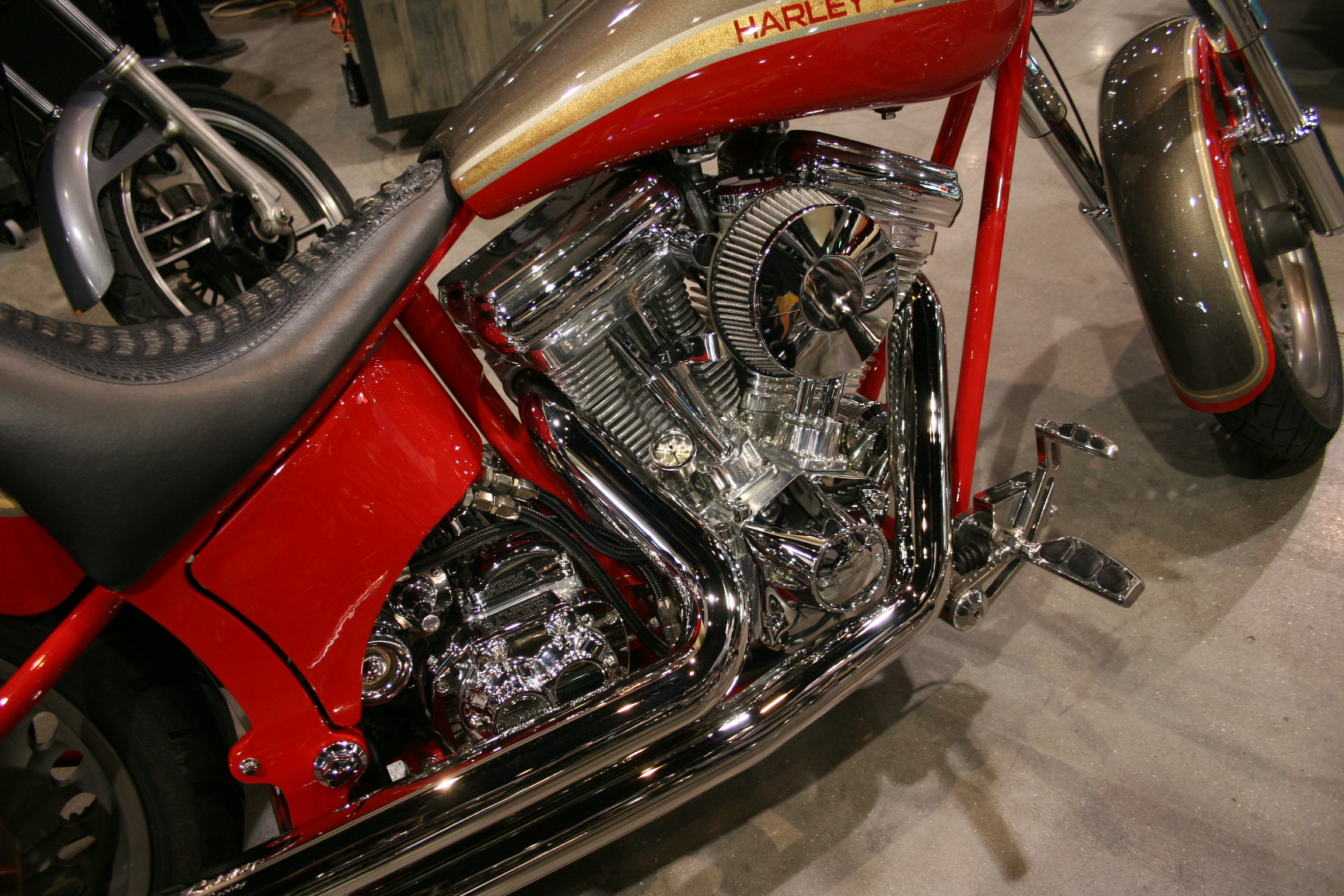 2nd Image of a 2001 HARLEY MOTORCYCLE