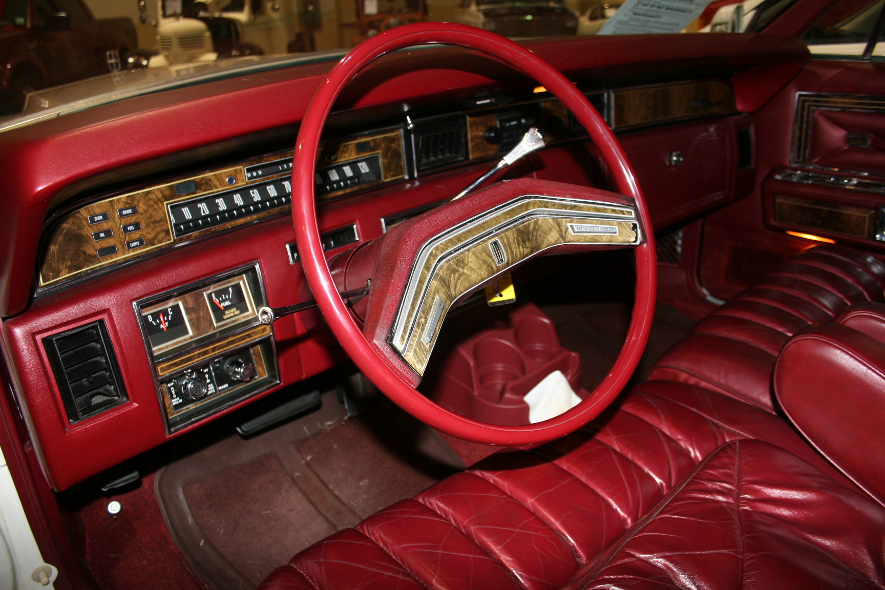 4th Image of a 1977 LINCOLN TOWN CAR
