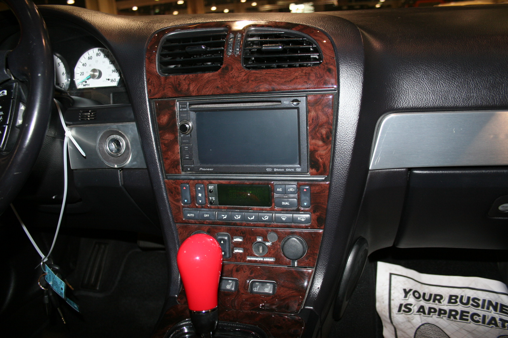8th Image of a 2003 FORD THUNDERBIRD