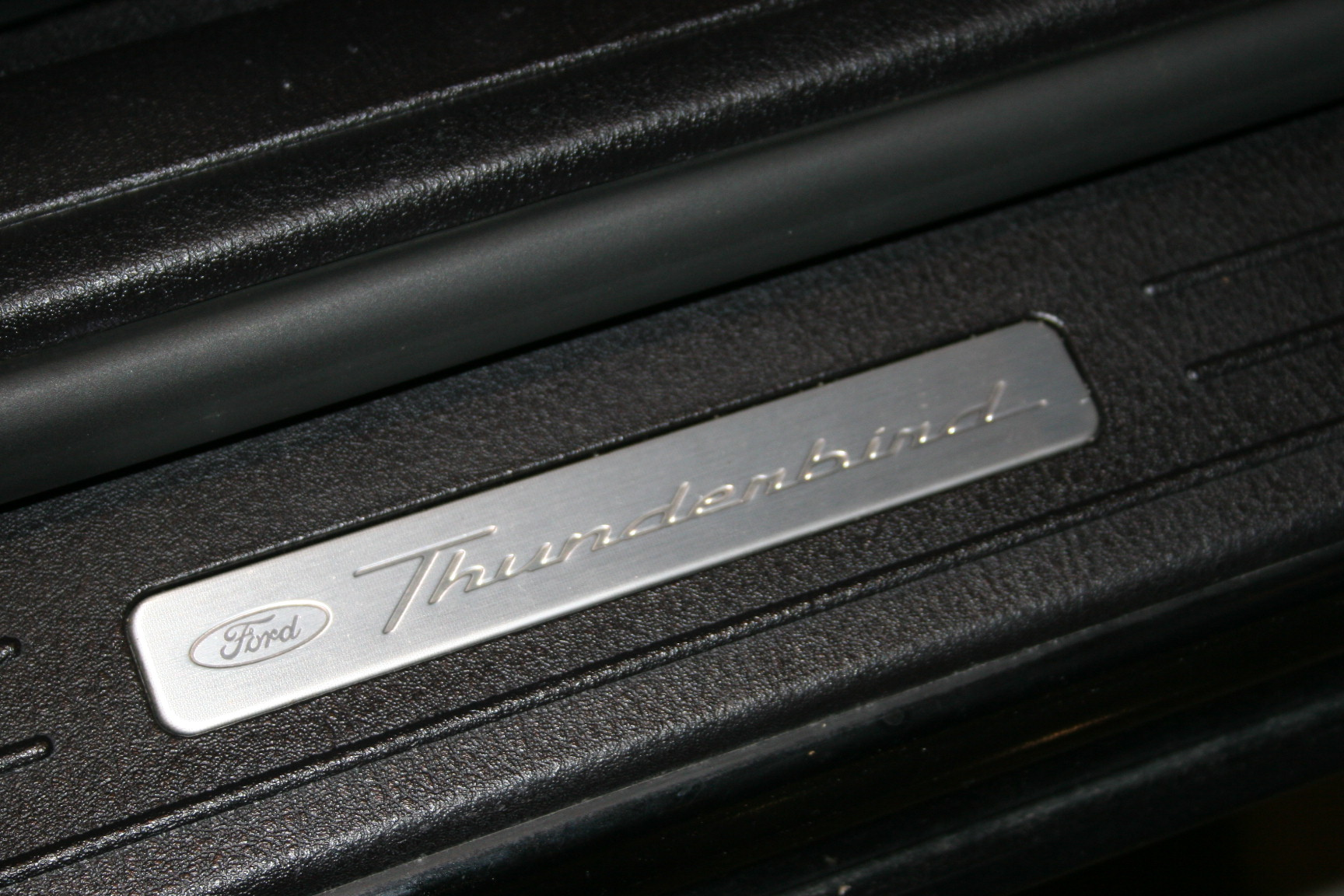14th Image of a 2003 FORD THUNDERBIRD