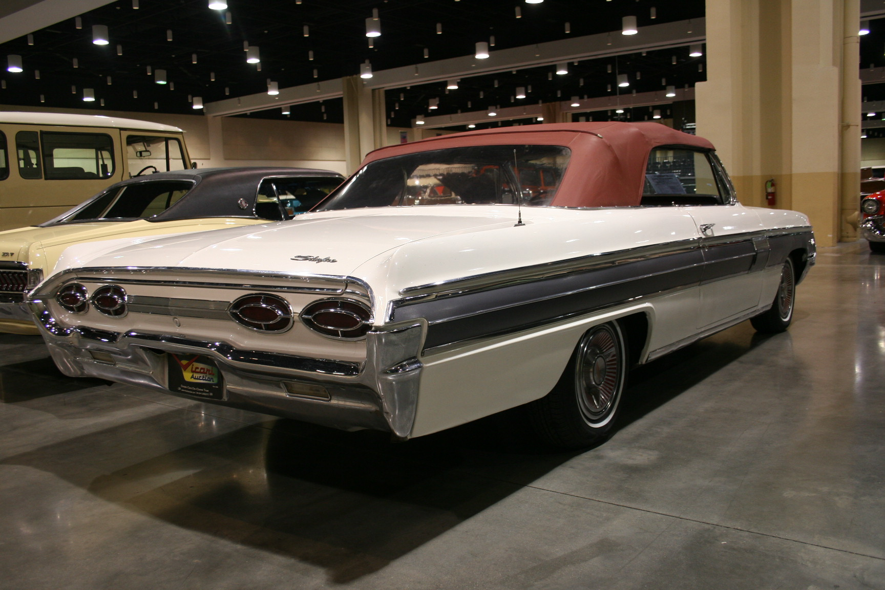 12th Image of a 1962 OLDSMOBILE STARFIRE