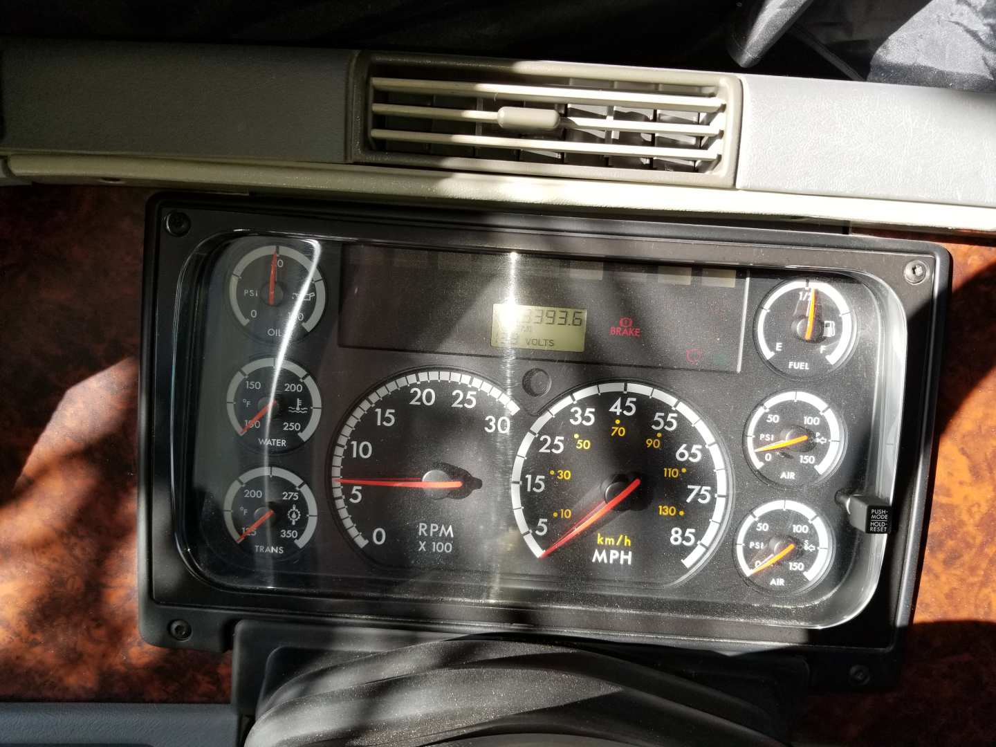 6th Image of a 2006 FREIGHTLINER COLUMBIA CL120