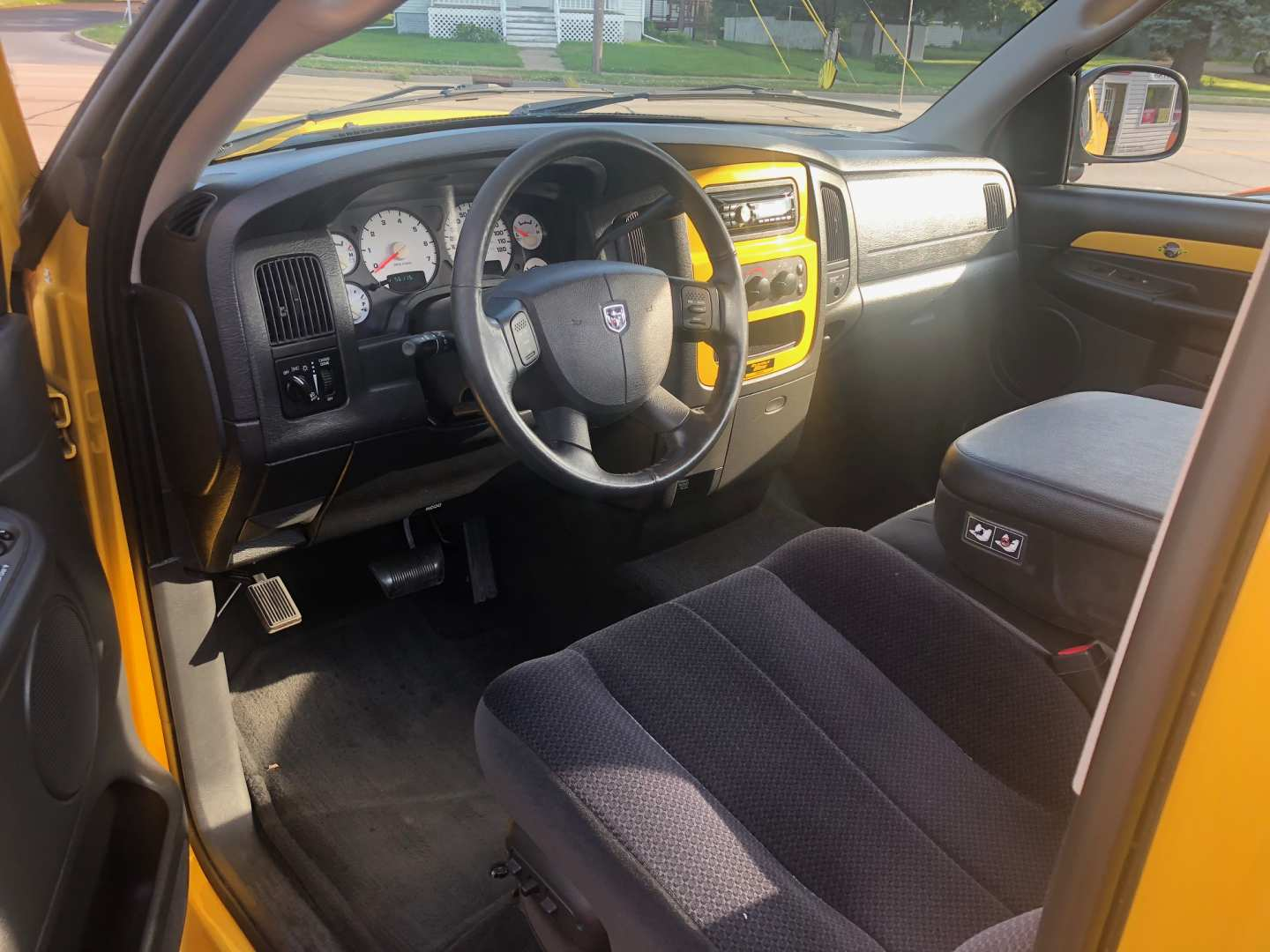 2nd Image of a 2004 DODGE RAM