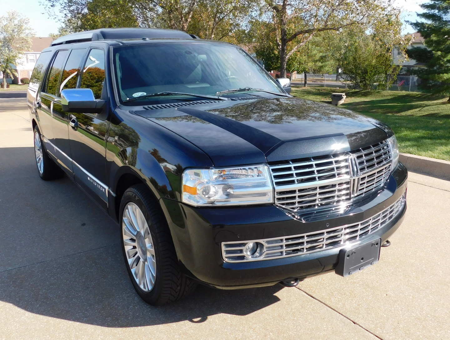 2nd Image of a 2014 LINCOLN NAVIGATOR