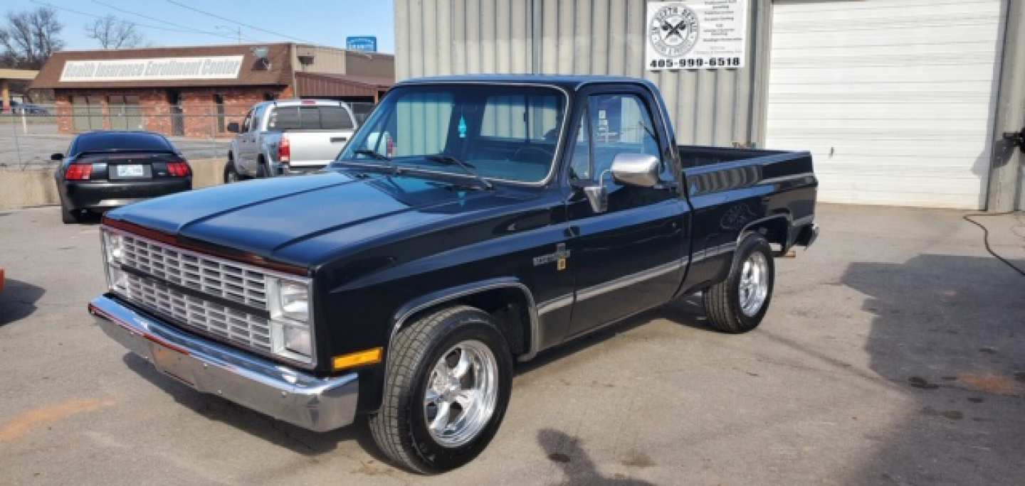 2nd Image of a 1984 CHEVROLET C10