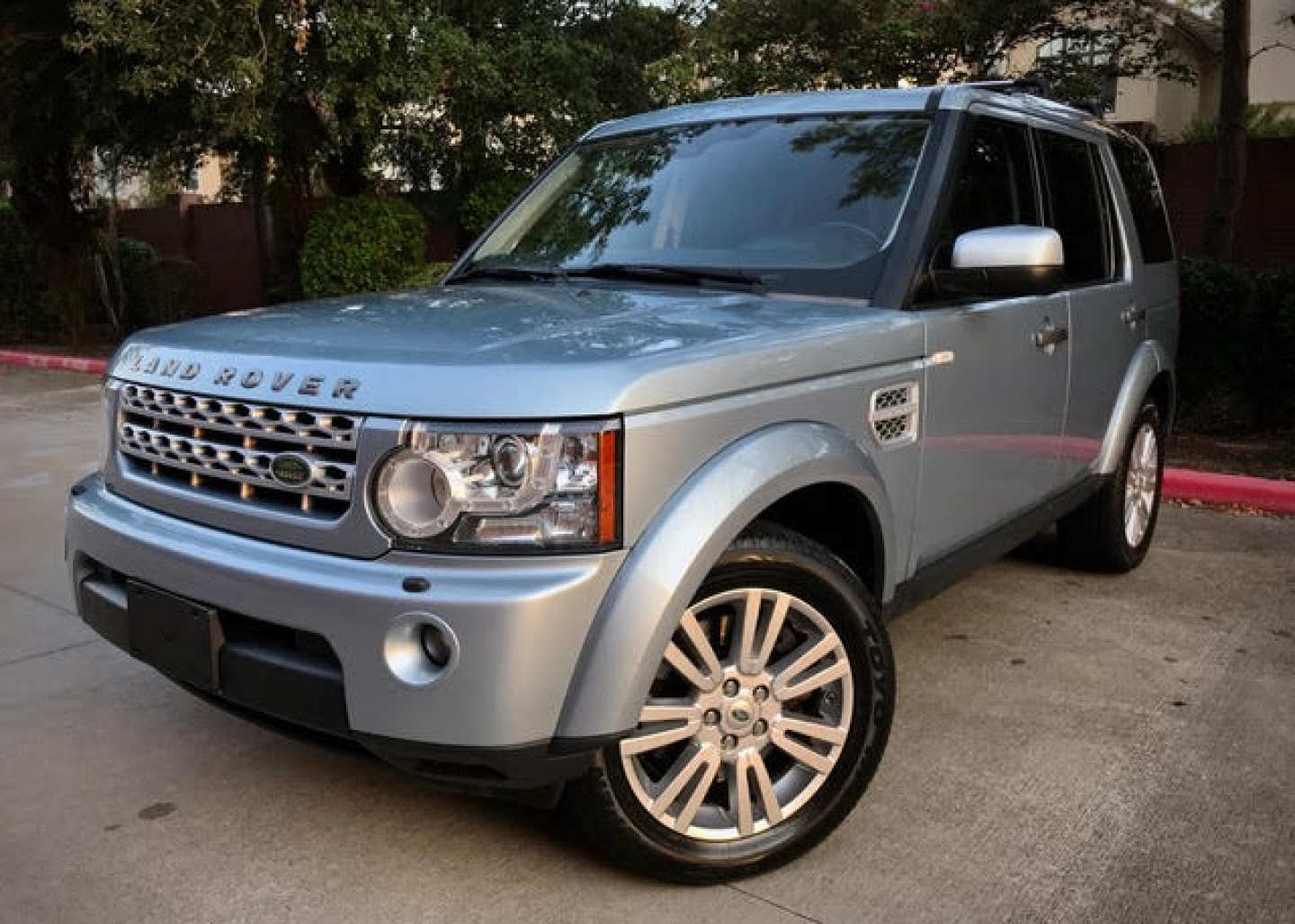 5th Image of a 2011 LAND ROVER RANGE ROVER