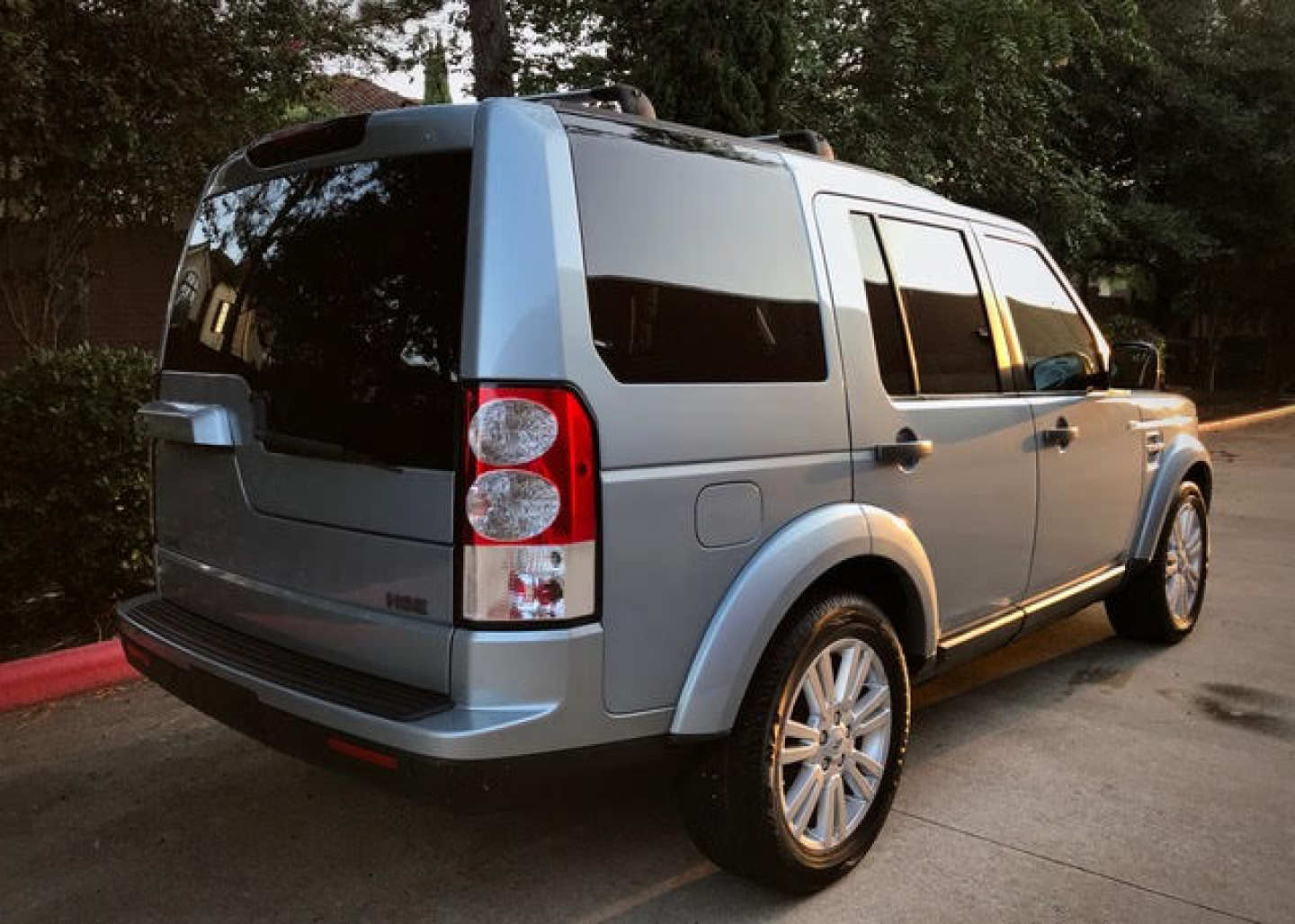 2nd Image of a 2011 LAND ROVER RANGE ROVER