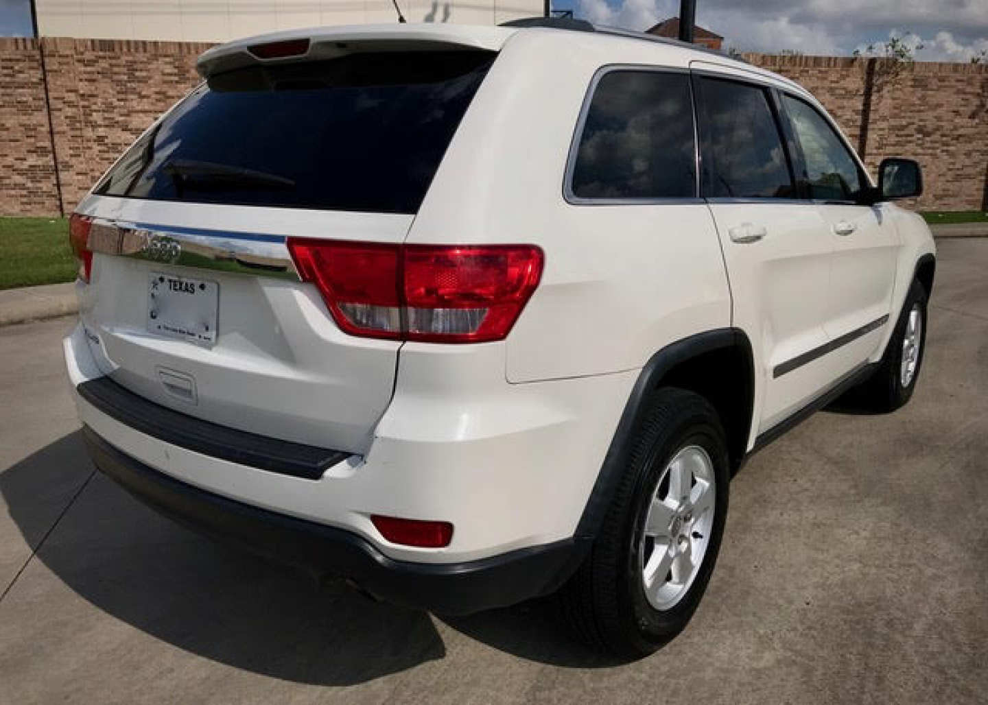 2nd Image of a 2012 JEEP GRAND CHEROKEE