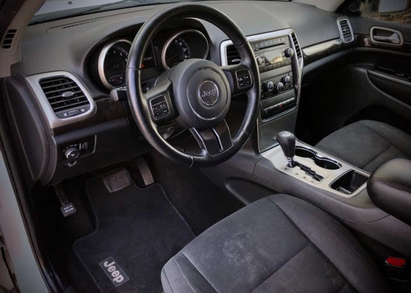 3rd Image of a 2012 JEEP GRAND CHEROKEE