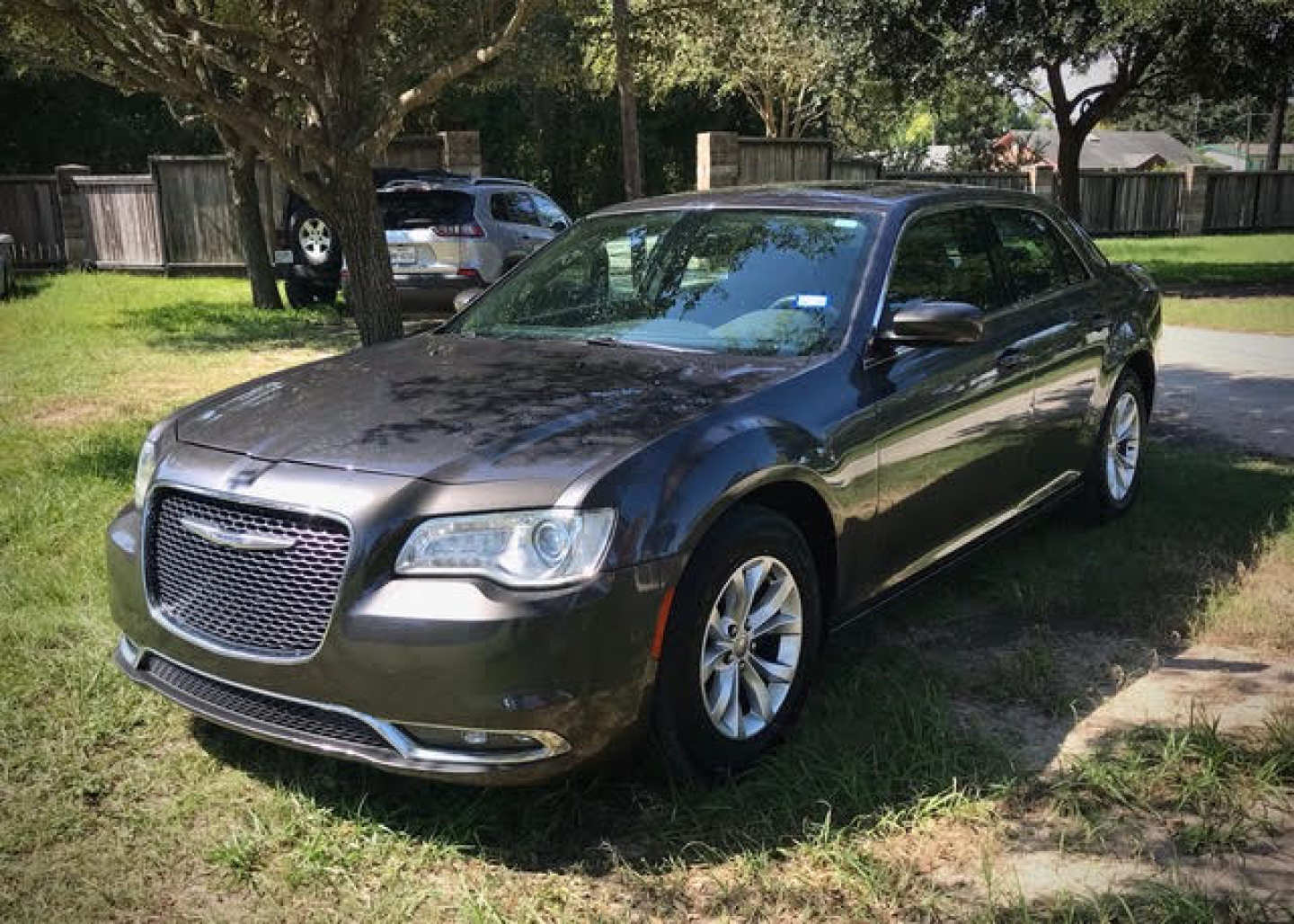 5th Image of a 2016 CHRYSLER 300