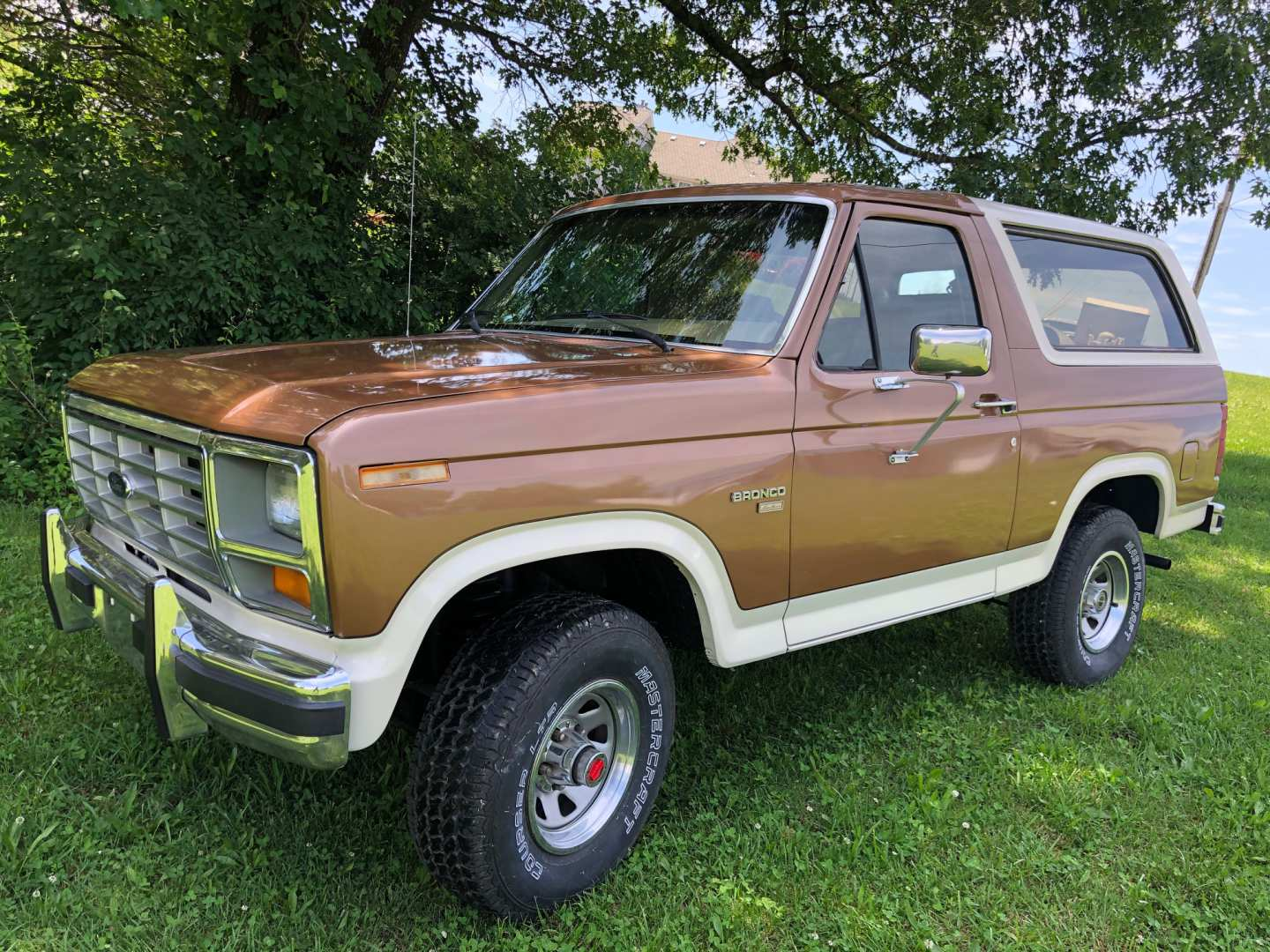 2nd Image of a 1986 FORD BRONCO