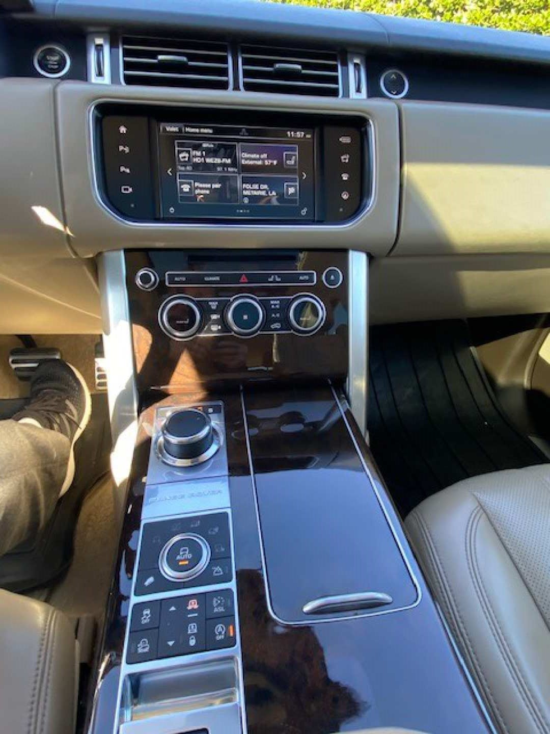 4th Image of a 2016 LAND ROVER RANGE ROVER SUPERCHARGED