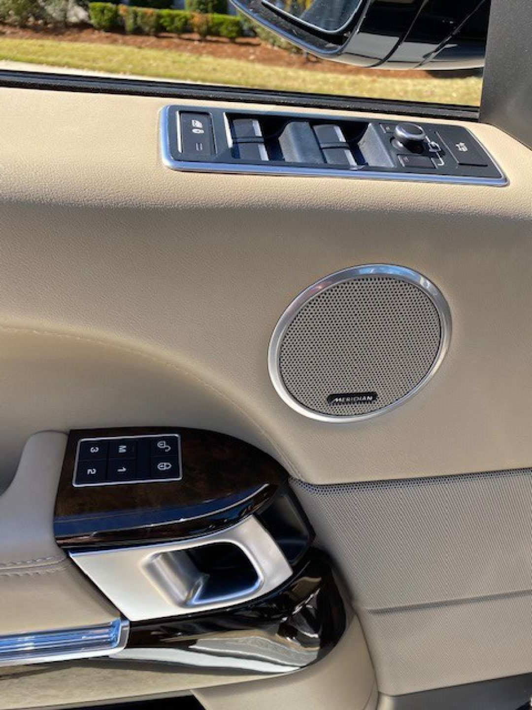 6th Image of a 2016 LAND ROVER RANGE ROVER SUPERCHARGED