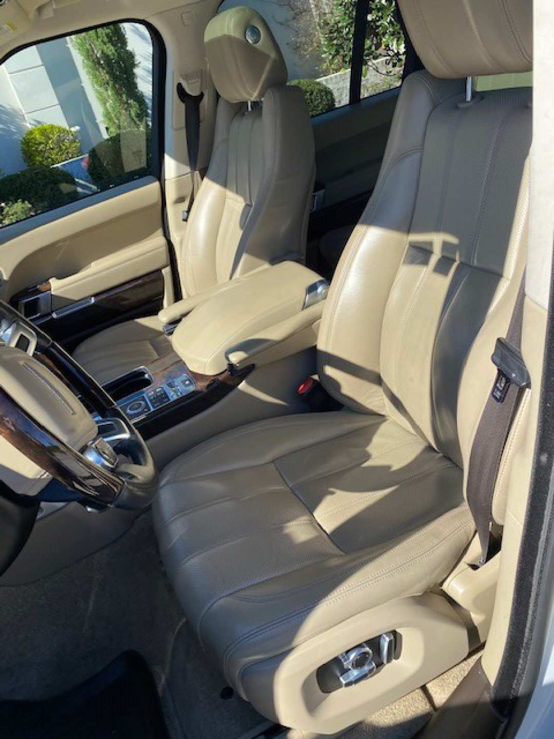 9th Image of a 2016 LAND ROVER RANGE ROVER SUPERCHARGED