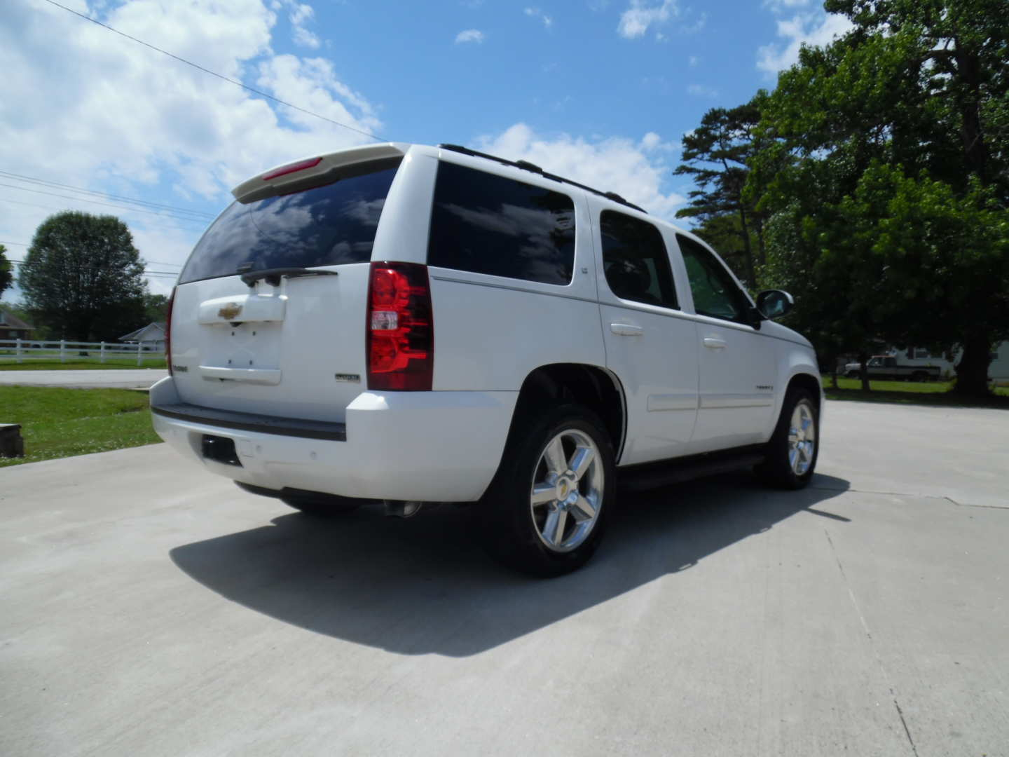 3rd Image of a 2009 CHEVROLET TAHOE LT