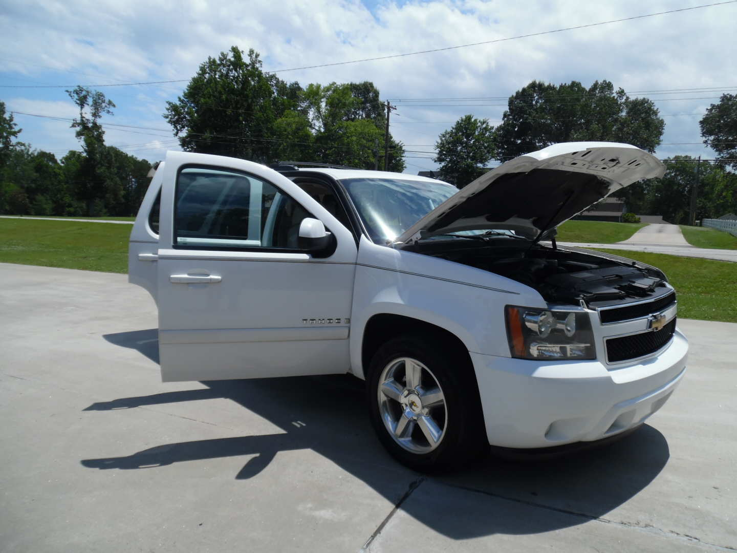 4th Image of a 2009 CHEVROLET TAHOE LT