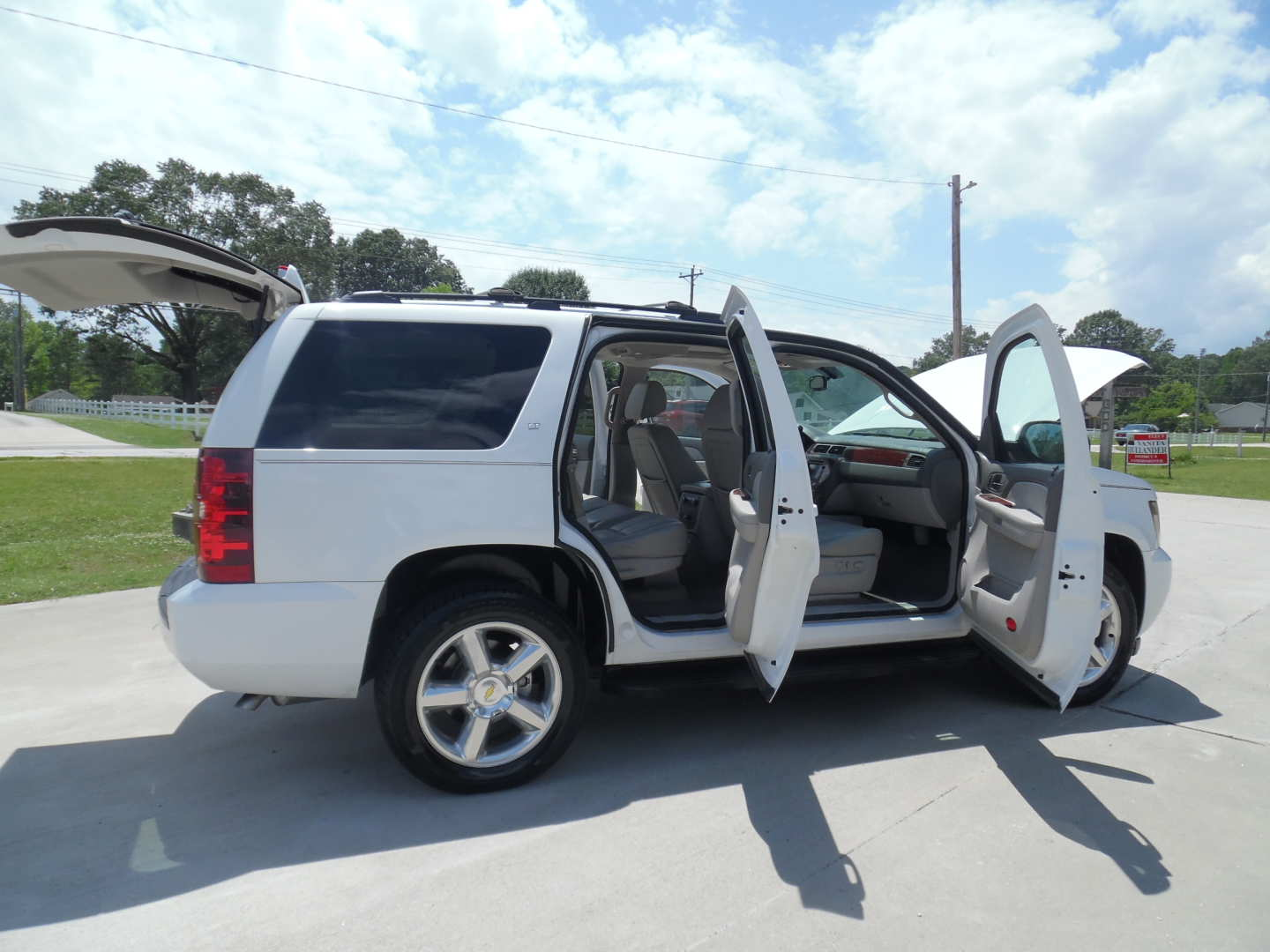 5th Image of a 2009 CHEVROLET TAHOE LT