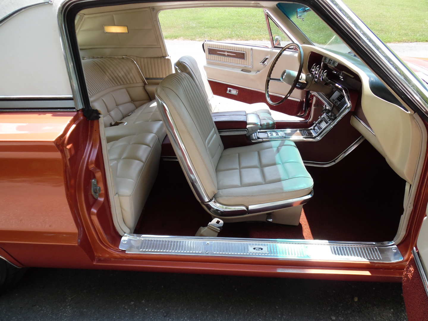 20th Image of a 1966 FORD THUNDERBIRD