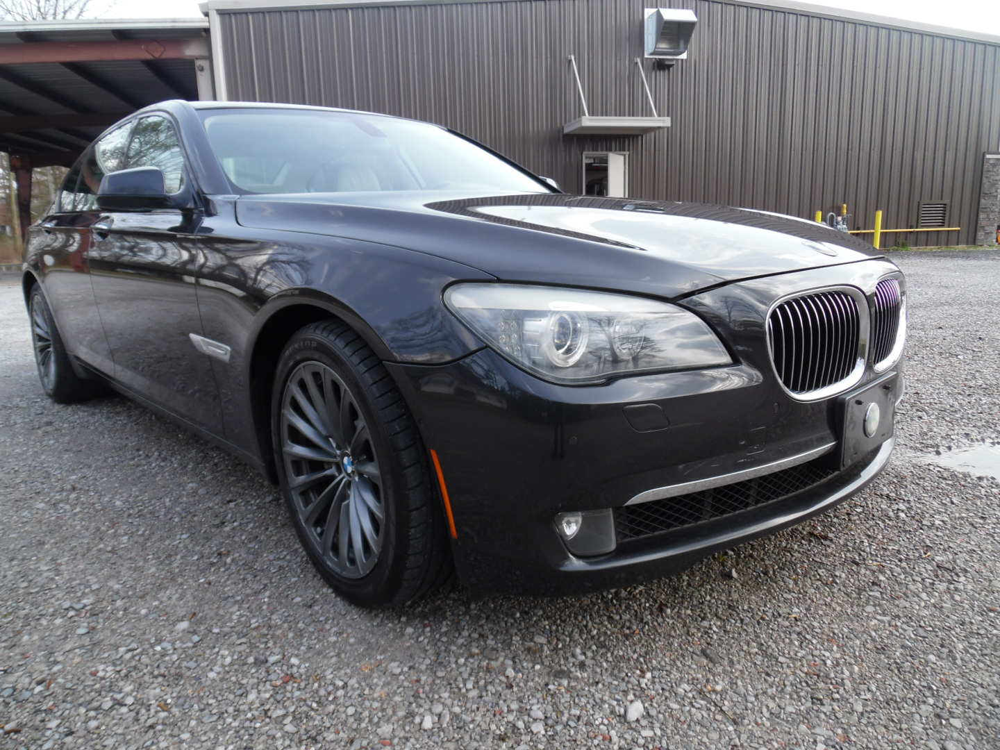 3rd Image of a 2009 BMW 750IL