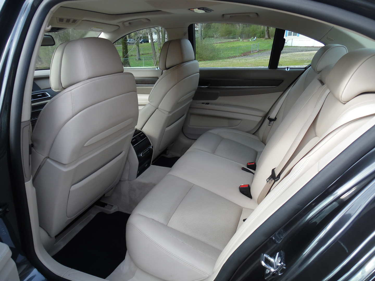 8th Image of a 2009 BMW 750IL
