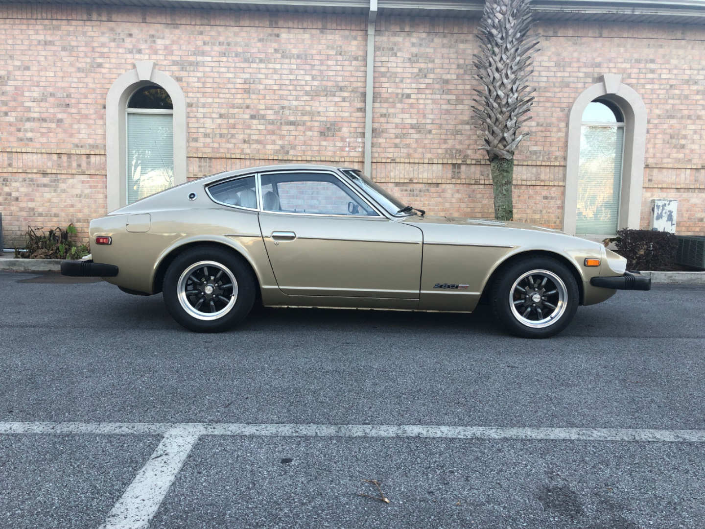 2nd Image of a 1977 DATSUN 280Z