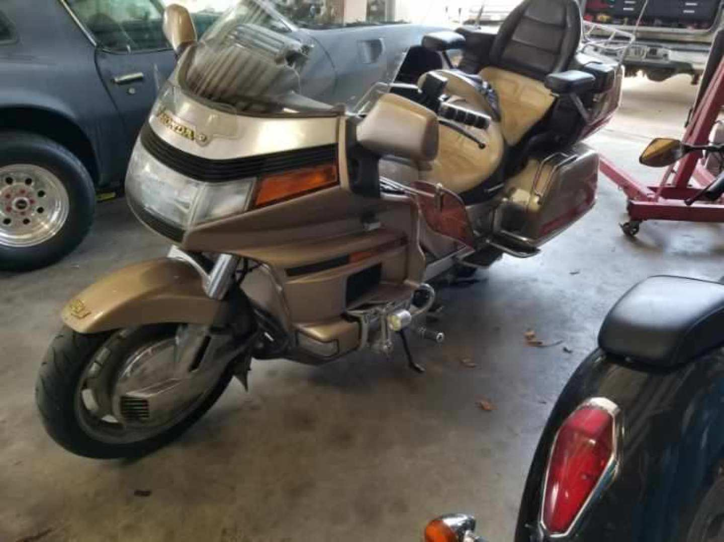 2nd Image of a 1989 HONDA GL1500 GOLD WING