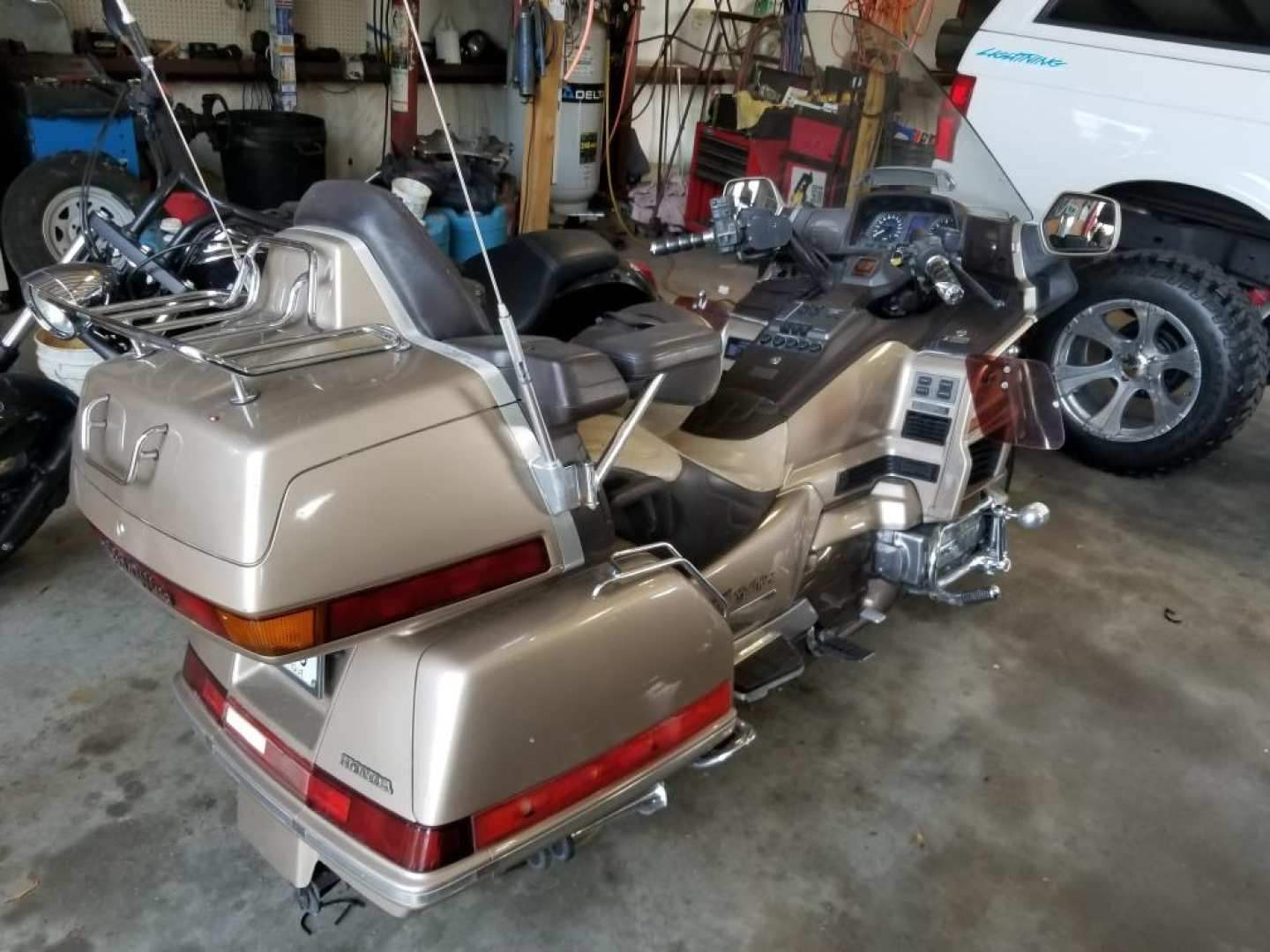 3rd Image of a 1989 HONDA GL1500 GOLD WING