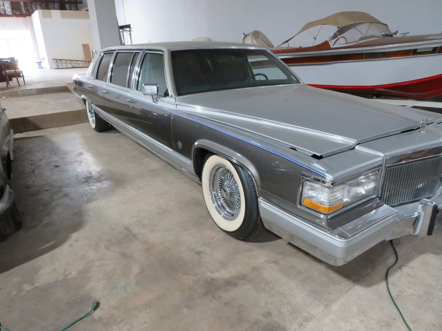 2nd Image of a 1991 CADILLAC LIMOUSINE