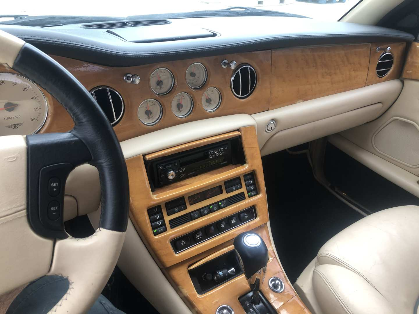 4th Image of a 2000 BENTLEY ARNAGE RED LABEL
