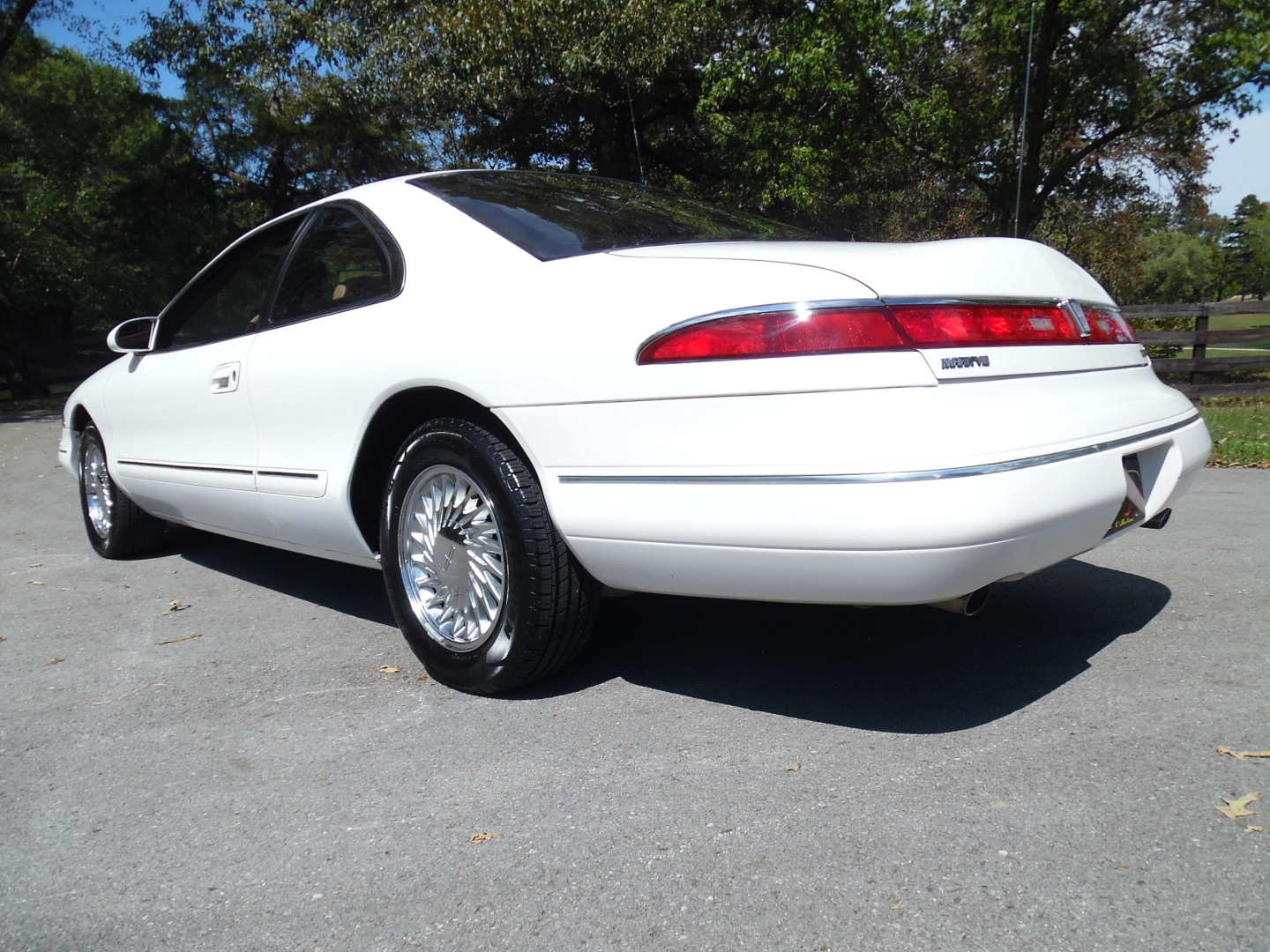 2nd Image of a 1995 LINCOLN MARK VIII