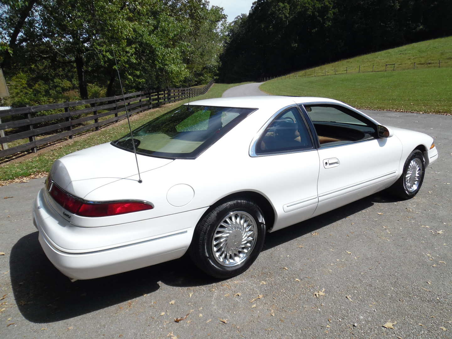 5th Image of a 1995 LINCOLN MARK VIII