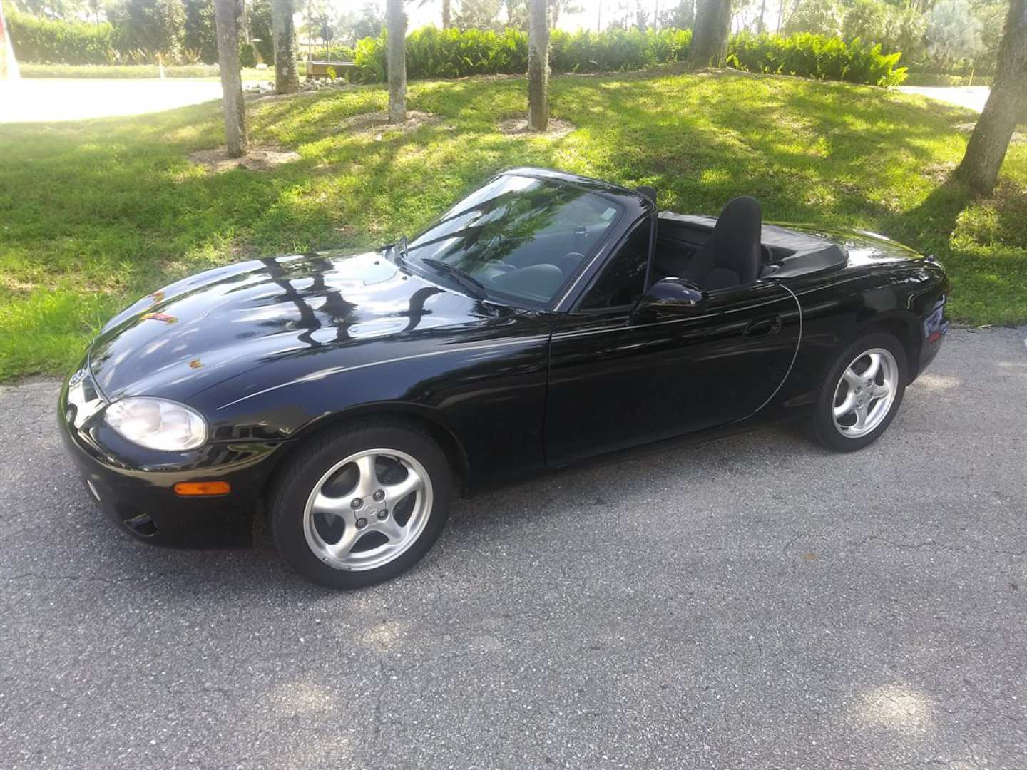 2nd Image of a 2002 MAZDA MX-5 MIATA