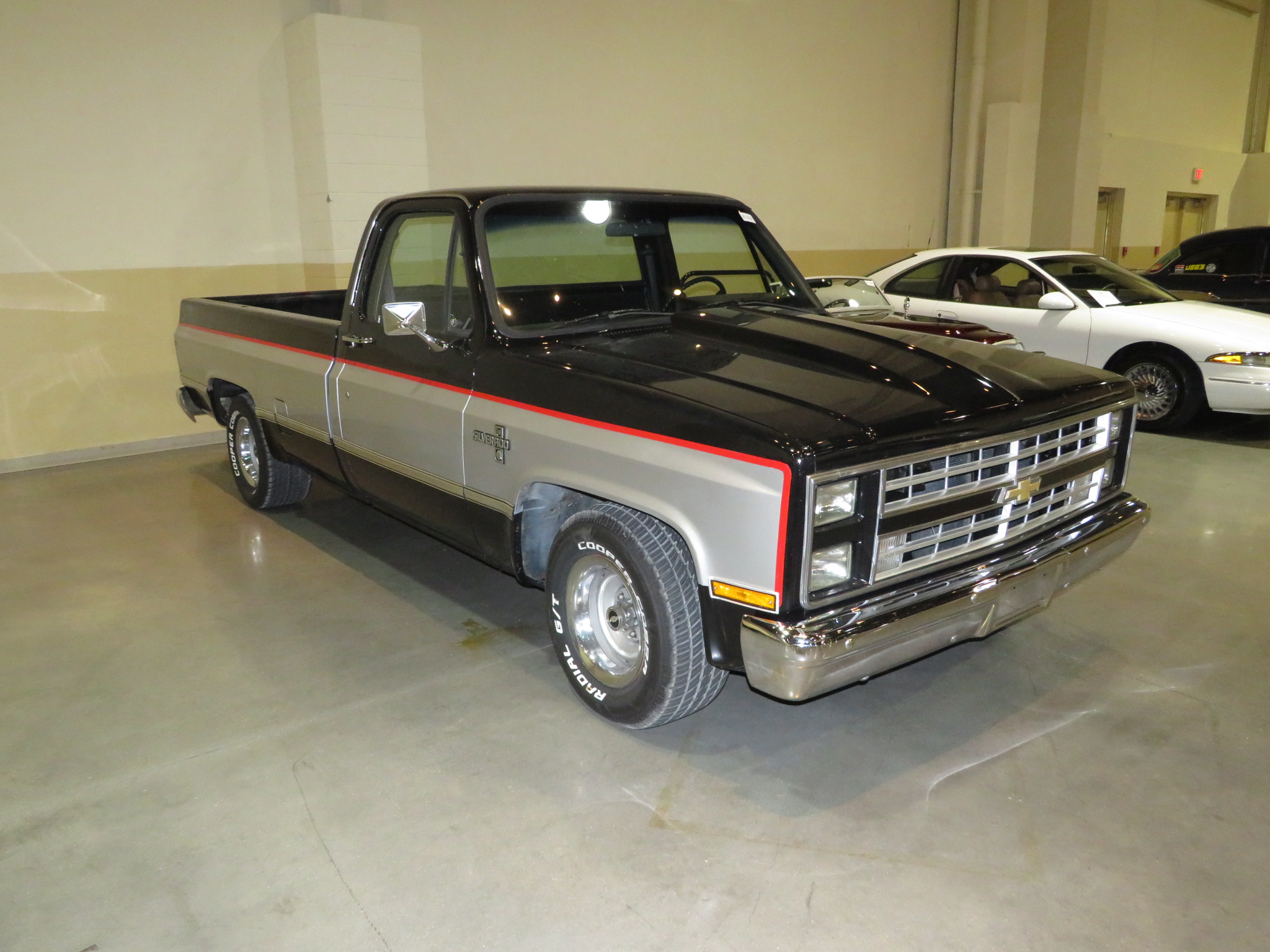 2nd Image of a 1985 CHEVROLET C10