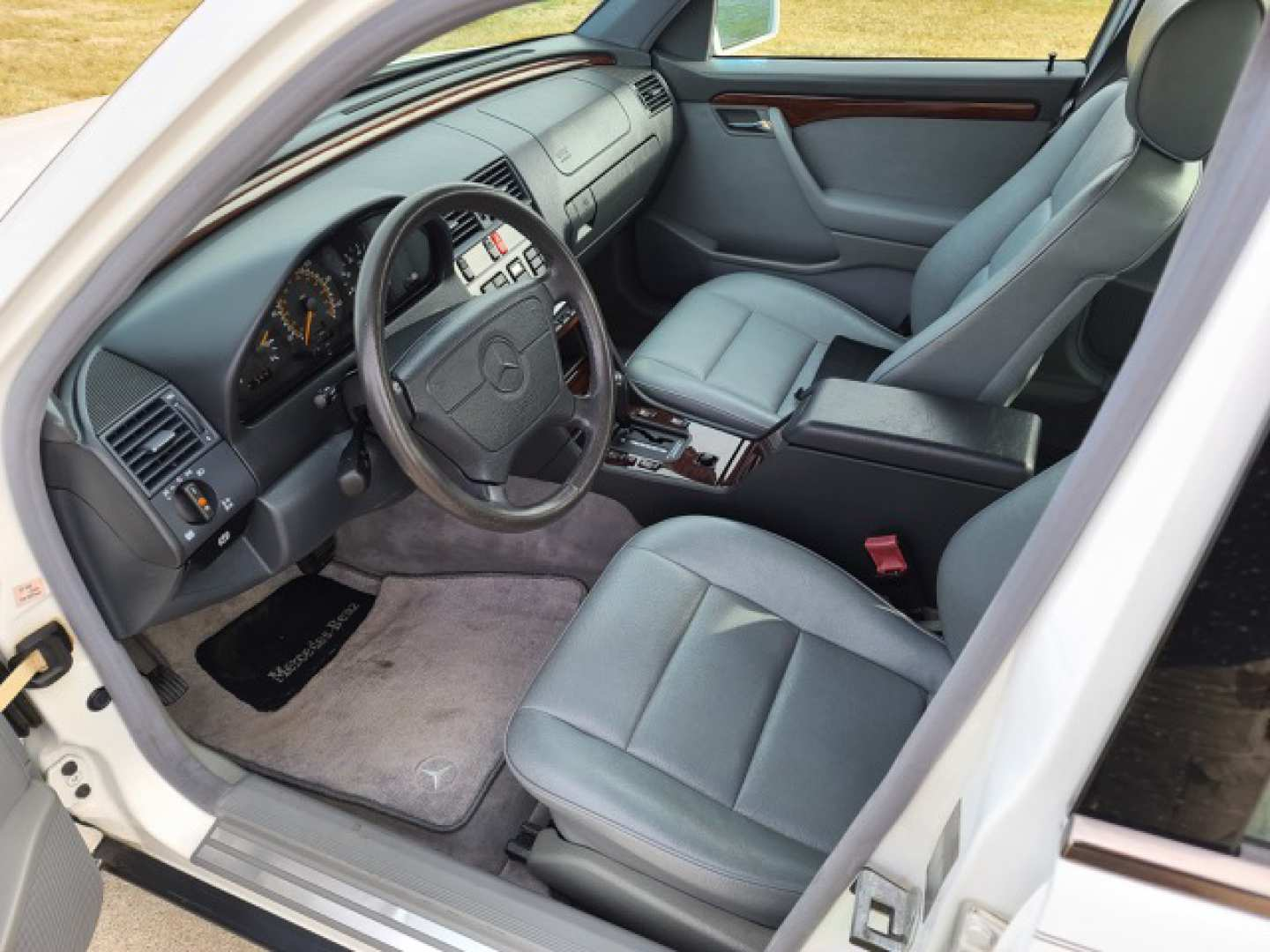7th Image of a 1995 MERCEDES-BENZ C-CLASS C220